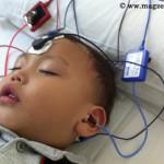 Caption Imej 6: Kanak yang telah diberi ubat penenang dan sedang tidur sedang menjalani ujian pendengaran ASSR. Dia perlu tenang sepenuhnya untuk ujian ini